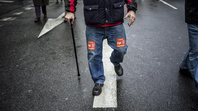 Un retraité manifeste, le 28 mars 2013 à Lyon [Jeff Pachoud / AFP/Archives]
