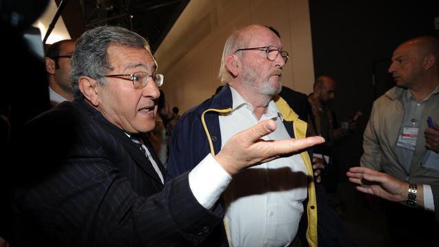Jean-Claude Mas (C) et son avocat Yves Haddad à leur arrivée le 17 avril 2013 au tribunal à Marseille [Anne-Christine Poujoulat / AFP/Archives]