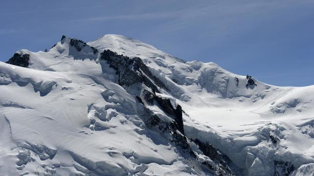Vue du sommet du Mont-Blanc, le 17 avril 2013 dans les Alpes françaises, près de Chamonix [Philippe Desmazes / AFP/Archives]