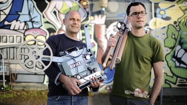 """Kris Raclet et Nicolas David, du collectif """"Vitrine en cours"""", à Rennes le 19 avril 2013 [Jean-Sebastien Evrard / AFP]"""