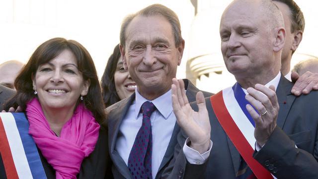 Christophe Girard, maire PS du IVe (d) avec le maire de Paris Bertrand Delanoë (c) et Anne Hidalgo, candidate PS à la mairie de Paris, le 23 avril 2013 à Paris [Bertrand Guay / AFP/Archives]