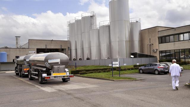 Un camion entre sur le site de l'usine laitière Candia de Saint-Yorre, le 2 mai 2013 [Thierry Zoccolan / AFP/Archives]