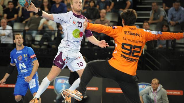 Le Nantais Gunnar Jonsson (g) au tir face à Montpellier en demi-finale de Coupe de France, le 4 mai 2013 [Sylvain Thomas / AFP/Archives]