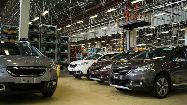 Des voitures de PSA dans une usine de Mulhouse, le 7 mai 2013 [Sebastien Bozon / AFP/Archives]