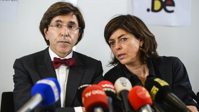 Le vice-Premier ministre belge Joëlle Milquet (d) et le Premier ministre Elio Di Rupo (g) le 8 mai 2013 à Wetteren [Laurie Dieffembacq / Belga/AFP/Archives]