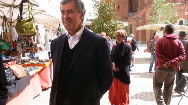Jérôme Cahuzac, le 11 mai 2013 sur le marché de Villeneuve-sur-Lot [Joelle Faure / La Dépêche du Midi/AFP/Archives]
