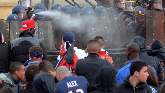 Policiers et supporters du PSG se font face, le 13 mai 2013 au Trocadéro à Paris [Franck Fife / AFP/Archives]