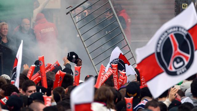 Des supporters du PSG célèbrent le titre de champion de France, le 13 mai 2013 sur la place du Trocadéro à Paris [Franck Fife / AFP/Archives]