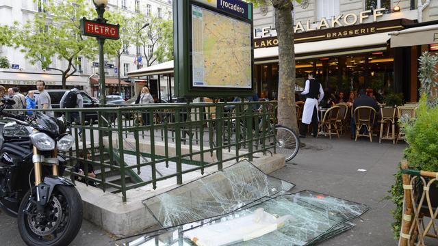 Les dégâts provoqués par les violences en marge du sacre du PSG, le 14 mai 2013 [Bertrand Guay / AFP/Archives]
