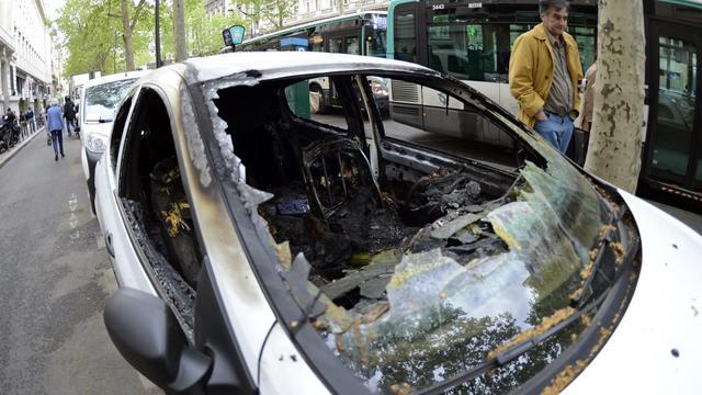 Une voiture brûlée le lendemain des violences lors du sacre du PSG au Trocadéro, le 14 mai 2013 [Bertrand Guay / AFP/Archives]