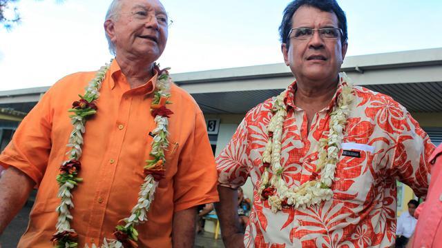 Le député (UDI) Edouard Fritch, et le sénateur Gaston Flosse (g), le 5 mai 2013 à Papeete [Gregory Boissy / AFP/Archives]