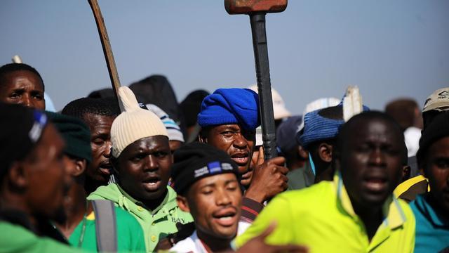 Des mineurs grévistes à Marikana le 15 mai 2013 [ / AFP/Archives]