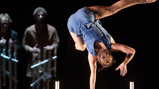 Une artiste du cirque Plume, le 15 mai 2013 à Besançon [Sebastien Bozon / AFP]