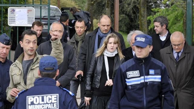 La mère de Fiona, la fillette disparue le 12 mai 2013, participe à la reconstitution des évènement, le 17 mai 2013 [Thierry Zoccolan / AFP/Archives]