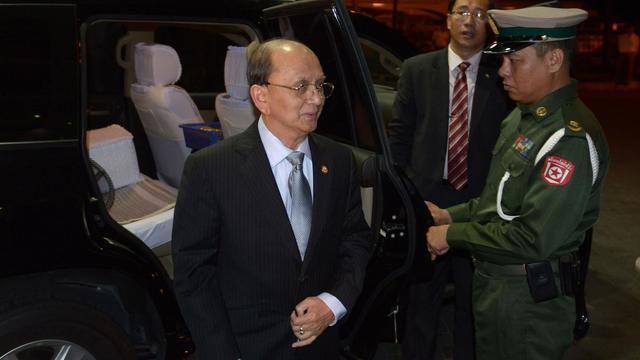 Le président birman Thein Sein arrive à l'aéroport de Rangoun, avant sa visite aux Etats-Unis, le 17 mai 2013 [Ye Aung Thu / AFP]