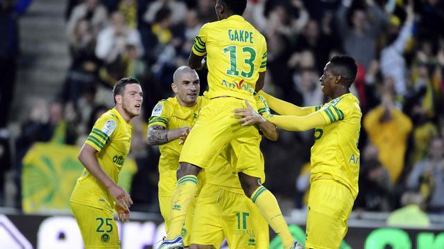 Les Nantais célèbrent le but de la victoire contre Sedan (2-1), qui les envoie en L1, le 17 mai 2013 à Nantes [Jean-Sebastien Evrard / AFP]