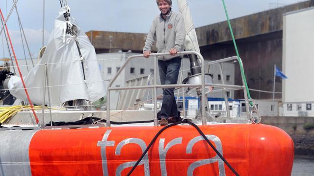 Le capitaine de la goélette océanographique Tara, Loic Valette, pose sur le bateau le 18 mai 2013 à Lorient [Fred Tanneau / AFP]