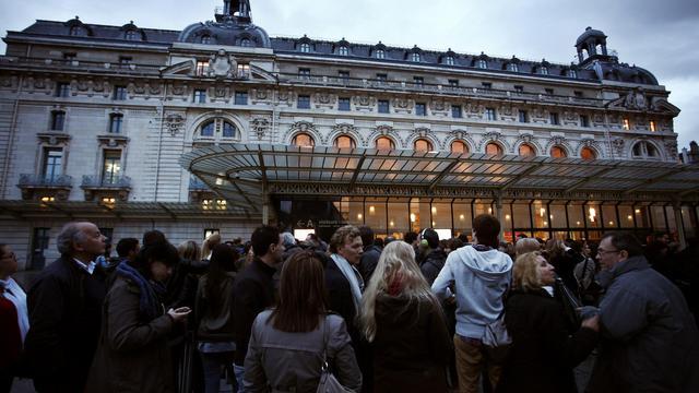 Des visiteurs font la queue devant le musée d'Orsay lors de la 9e édition de la nuit des Musées, le 18 mai 2013 [Guillaume Baptiste / AFP]