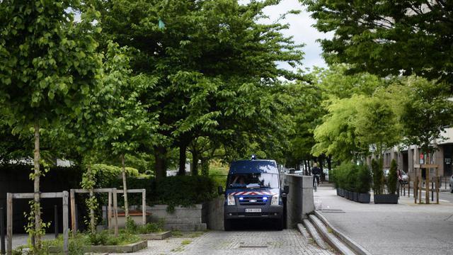 Un camion de police transporte le père qui a égorgé ses deux enfants, ke 20 mai 2013 à Lyon [Jeff Pachoud / AFP]