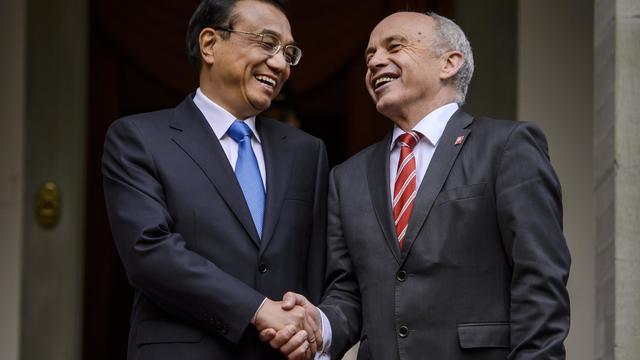 Le premier ministre chinois, Li Keqiang, et le président suisse Ueli Maurer, à Kehrsatz, près de Berne, le 24 mai 2013 [Fabrice Coffrini / AFP]