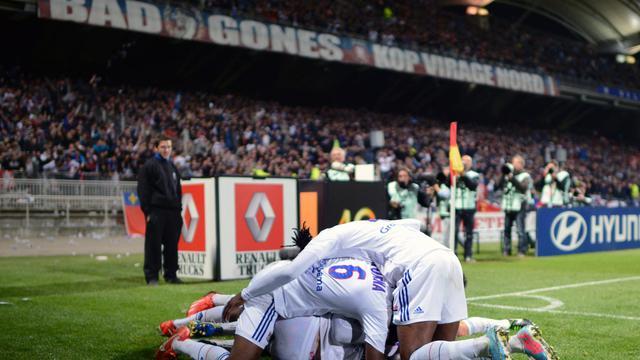 Le soulagement des joueurs lyonnais après le but du 2-0 marqué par Clément Grenier face à Rennes, le 26 mai 2013 à Gerland [Philippe Merle / AFP]