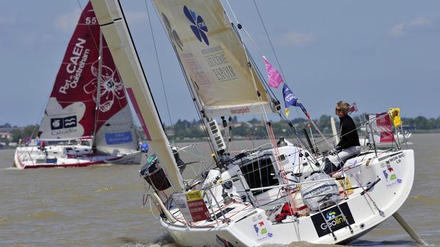 Yann Elies le 2 juin 2013 quitte le port de Pauillac lors du lancement de la Solitaire du Figaro [Mehdi Fedouach / AFP]