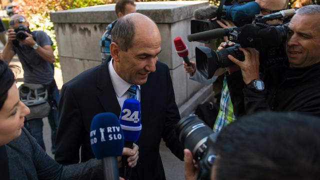 L'ancien Premier ministre slovène Janez Jansa arrive au tribunal où se tient son procès pour corruption, à le 3 juin 2013 à Ljubljana [Jure Makovec / AFP]