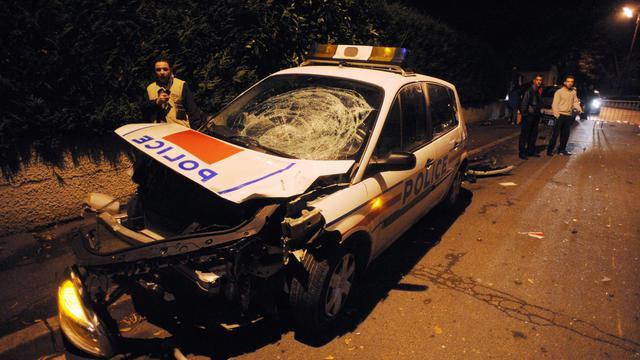 Une photo prise le 25 novembre 2007 montre la voiture de police impliquée dans l'accident de Villiers-le-Bel [Martin Bureau / AFP/Archives]