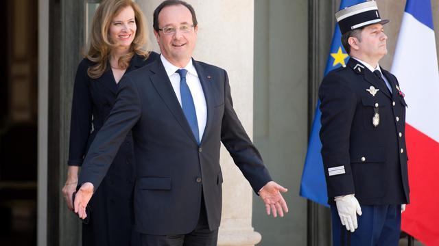 François Hollande et sa compagne Valérie Trierweiler le 5 juin 2013 sur le perron de l'Elysée [Lionel Bonaventure / AFP/Archives]