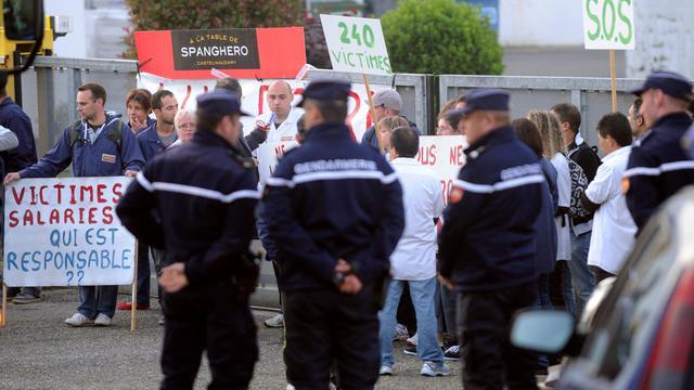 Des employés de Spanghero de Castelnaudary bloquent l'accès à une usine Labeyrie, le 6 juin 2013 à Saint-Geours-de-Maremne, dans les Landes [Gaizka Iroz / AFP/Archives]
