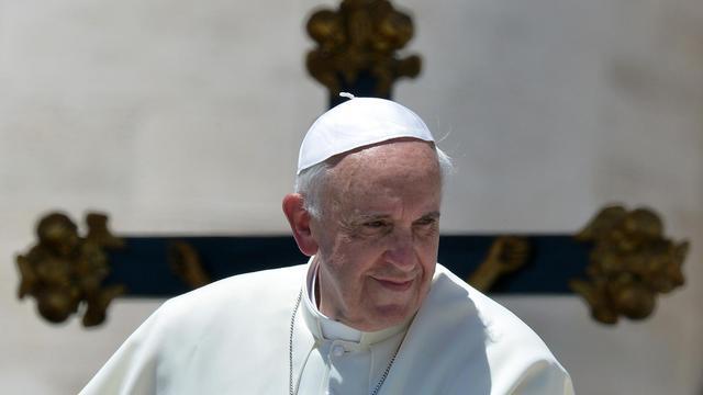Le pape François place Saint-Pierre au Vatican le 12 juin 2013 [Alberto Pizzoli / AFP]