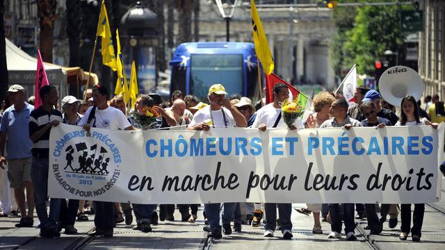 Un groupe de chômeurs et précaires participent le 15 juin 2013 à Montpellier à une marche nationale pour la défense de leurs droits [Pascal Guyot / AFP]