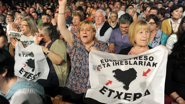 Participants au meeting en faveur des exilés politiques basques, le 15 juin 2013 à Biarritz [Gaikza Iroz / AFP]