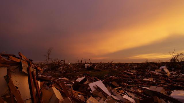 Des décombres après le passage d'une tornade dans l'Oklahoma, le 23 mai 2013 à Moore [Joshua Lott / AFP/Archives]
