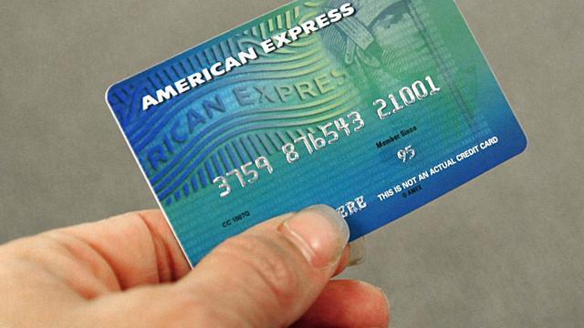 Un modèle de carte American Express [Karen Bleier / AFP/Archives]
