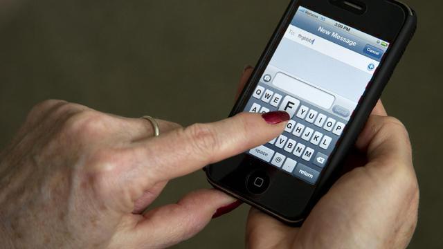 Un groupe de hackers affirme avoir piraté les données personnelles de 12 millions d'utilisateurs d'iPhone et d'iPad dans un ordinateur du FBI, la police fédérale américaine.[AFP]