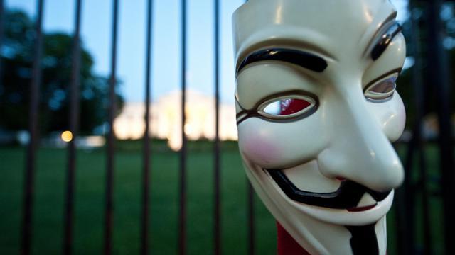 Un membre du groupe de pirates Anonymous a revendiqué lundi sur Twitter une attaque contre GoDaddy, une entreprise qui gère l'hébergement de millions de sites à travers le monde. [AFP]