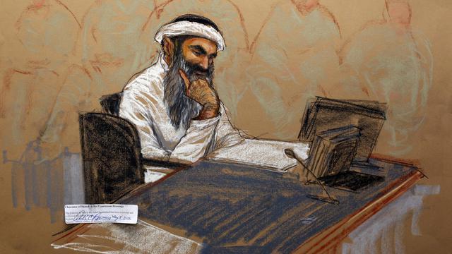 Croquis d'audience montrant le Pakistanais Khaled Cheikh Mohammed en procès, le 5 mai 2012 à Guantanamo [Janet Hamlin / Pool/AFP/Archives]