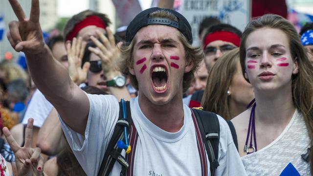 Une partie des étudiants québécois ont repris lundi le chemin des cours dans le calme, après six mois de conflit sur la hausse annoncée des frais de scolarité.[AFP]