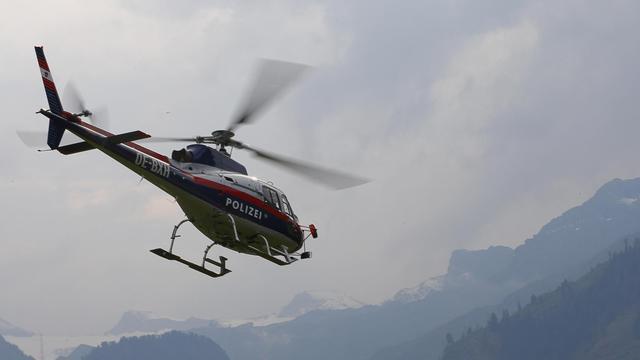Un hélicoptère de la police autrichienne lors d'une mission de secours, en 2012 [Alexander Klein / AFP/Archives]