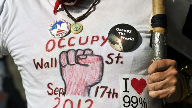 Un manifestant se prépare à fêter le 1er anniversaire du mouvement Occupy Wall Street, le 15 septembre 2012 à New York [Timothy A. Clary / AFP]