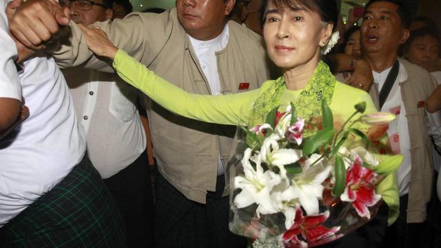 Aung San Suu Kyi, le 16 septembre 2012, à l'aéroport de Rangoon [Ye Aung Thu / AFP]