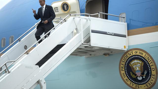 Barack Obama arrive à l'aéroport international de Cincinnati, le 17 septembre 2012 [Brendan Smialowski / AFP]