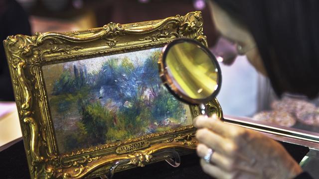 Le tableau de Renoir acheté sur un marché aux puces, et qui avait été volé, pris en photo le 25 septembre 2012 à Alexandria, en Virginie [Paul J. Richards / AFP]