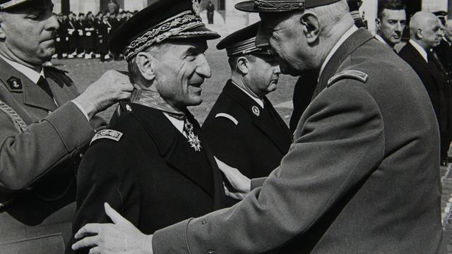 Le préfet de police de Paris, Maurice Grimaud, avec le général de Gaulle en 1969.