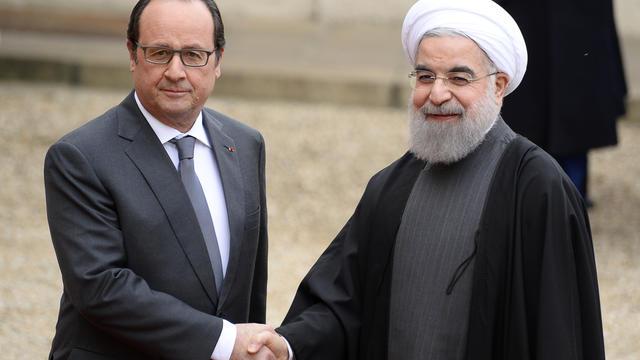 François Hollande accueille Hassan Rohani dans la cour de l'Élysée, jeudi 18 janvier 2015.