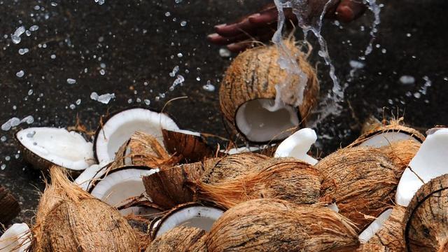 L'huile de noix de coco ne serait pas aussi vertueuse que certains l'affirment, selon l'universitaire.