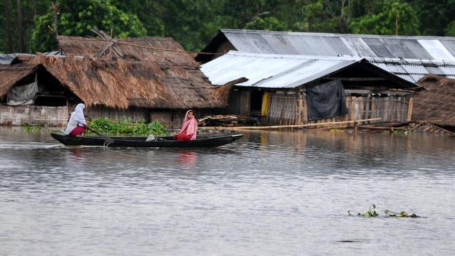 Le village de Kaziranga, dans le nord-est de l'Inde, inondé par les pluies de mousson, le 23 septembre 2012 [Biju Boro / AFP]