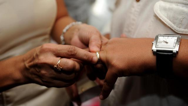 Un avant projet de loi sur le mariage homosexuel a été publié dans l'hebdomadaire La Vie.