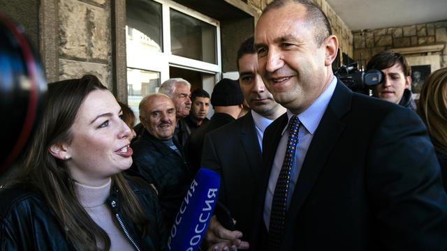 Jugé proche de Moscou, cet ancien commandant des forces aériennes de 53 ans, novice en politique, a remporté l'élection présidentielle en Bulgarie, le 13 novembre 2016.